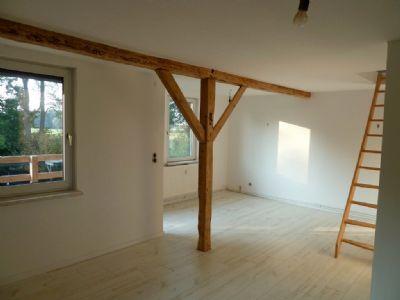 wohnraum mit treppe zum schlafgiebel. Black Bedroom Furniture Sets. Home Design Ideas