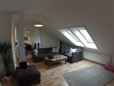 Geflegte großzügige zwei Zimmer Dachgeschosswohnung in der Rembertistraße