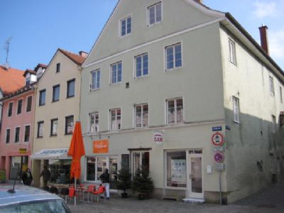 Großzügige 3,5-Zi.-Stadtwohnung in saniertem Wohn- u. Geschäftshaus in Innenstadtlage.