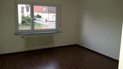 Bietigheim-Baden: Neuwertige 3 Zimmerwohnung im Erdgeschoss mit Garage und Stellplatz in sehr ruhiger Lage