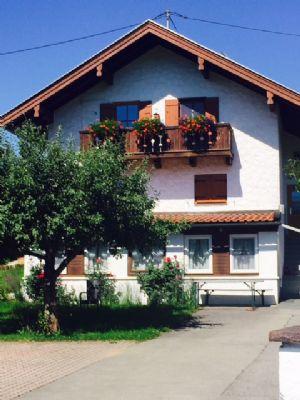 Sehr gepflegtes Zweifamilienhaus mit 3 schönen Wohnungen zu verkaufen!