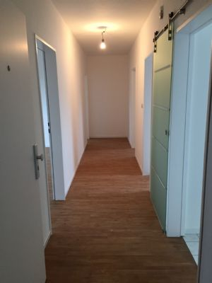 Renovierte 3 Zimmer/Küche/Bad im 1.OG
