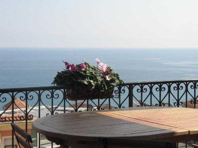 Moderne Ferienwohnung mit grosser Terrasse mit Meeresblick