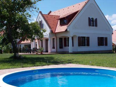 stimmungsvolles Bauernhaus am Balaton-Oberland für 17 Personen