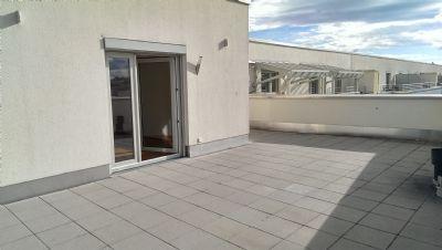 WG geeignet! Über den Dächern Münchens wohnen! Hochwertige Penthouse Wohnung in Milbertshofen